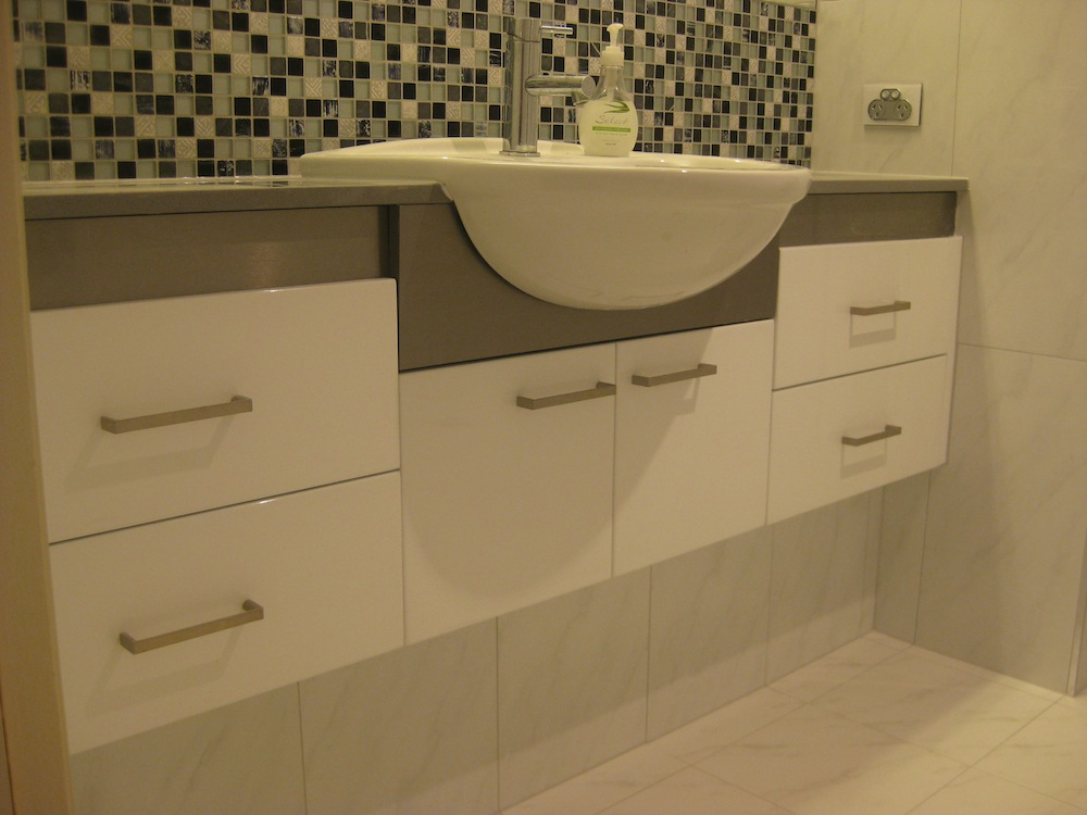 Cabinet makers gold coast a r cabinets bathroom vanities for Bathroom cabinets gold coast