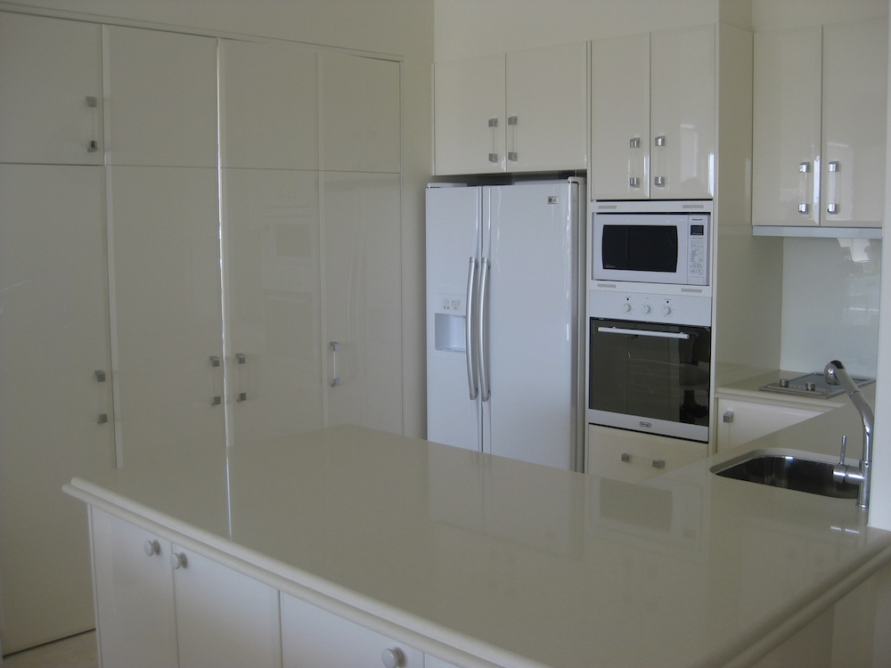 Cabinet makers gold coast a r cabinets kitchen cabinets for Bathroom cabinets gold coast